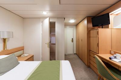 p&o_aurora_pa_Inside_cabin